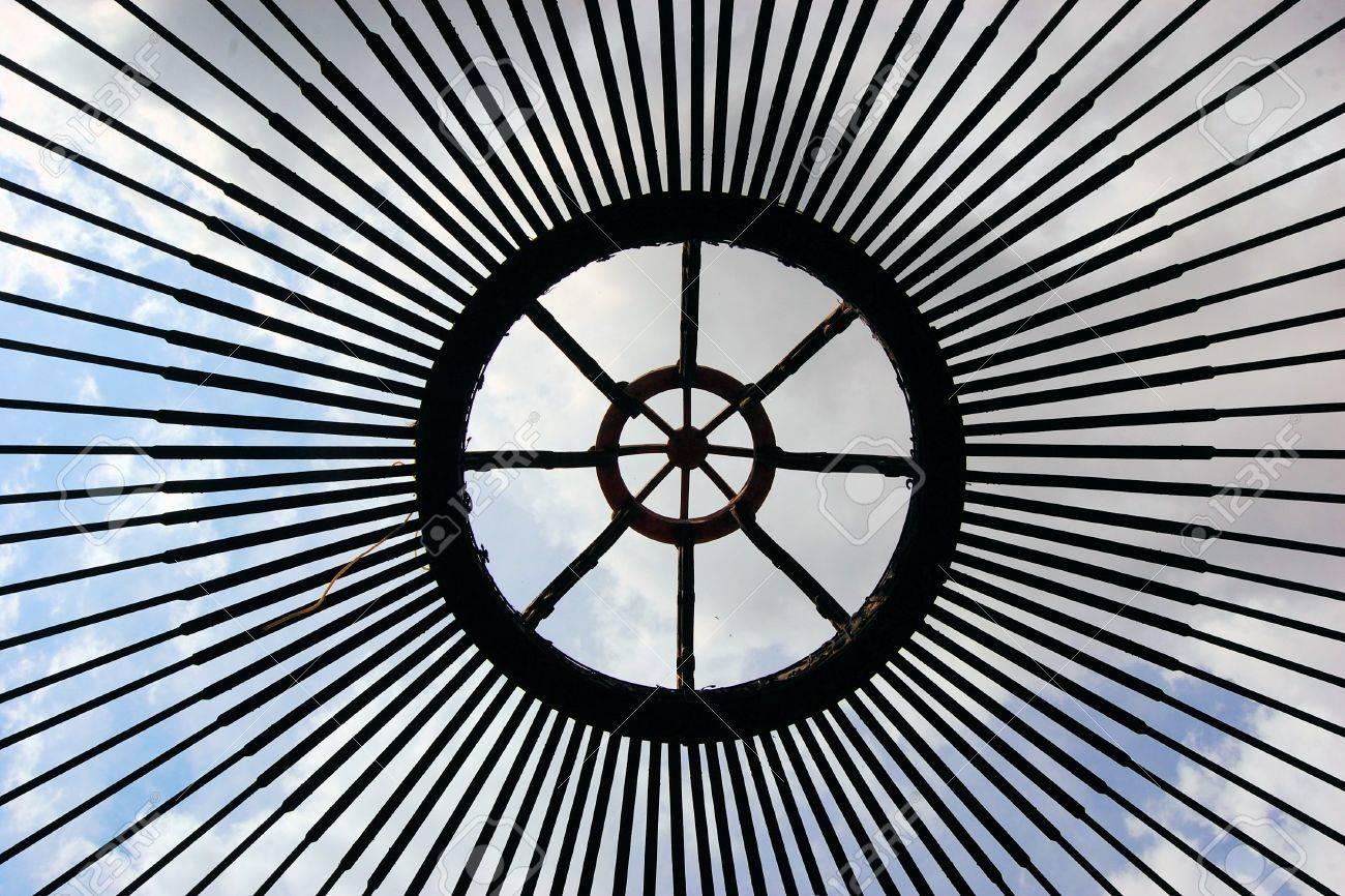 Rahmen Aus Traditionellen Mongolischen Jurte-Zelt Während Des ...