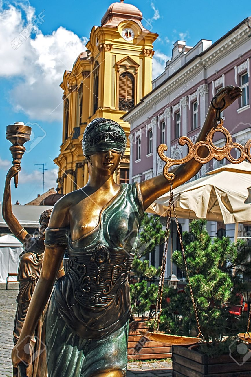 Old bronze statues representing justice and democracy - 14964044