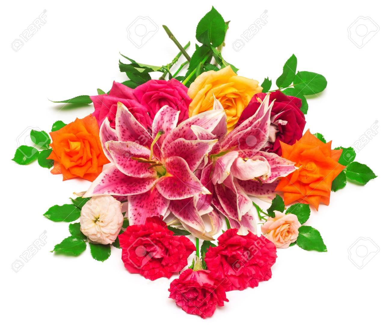 Beau Bouquet De Roses Et De Lys Isole Sur Fond Blanc Faire Part De Mariage Voir En Haut A Plat Floristique Flore Fleurs Rouge Orange Vert