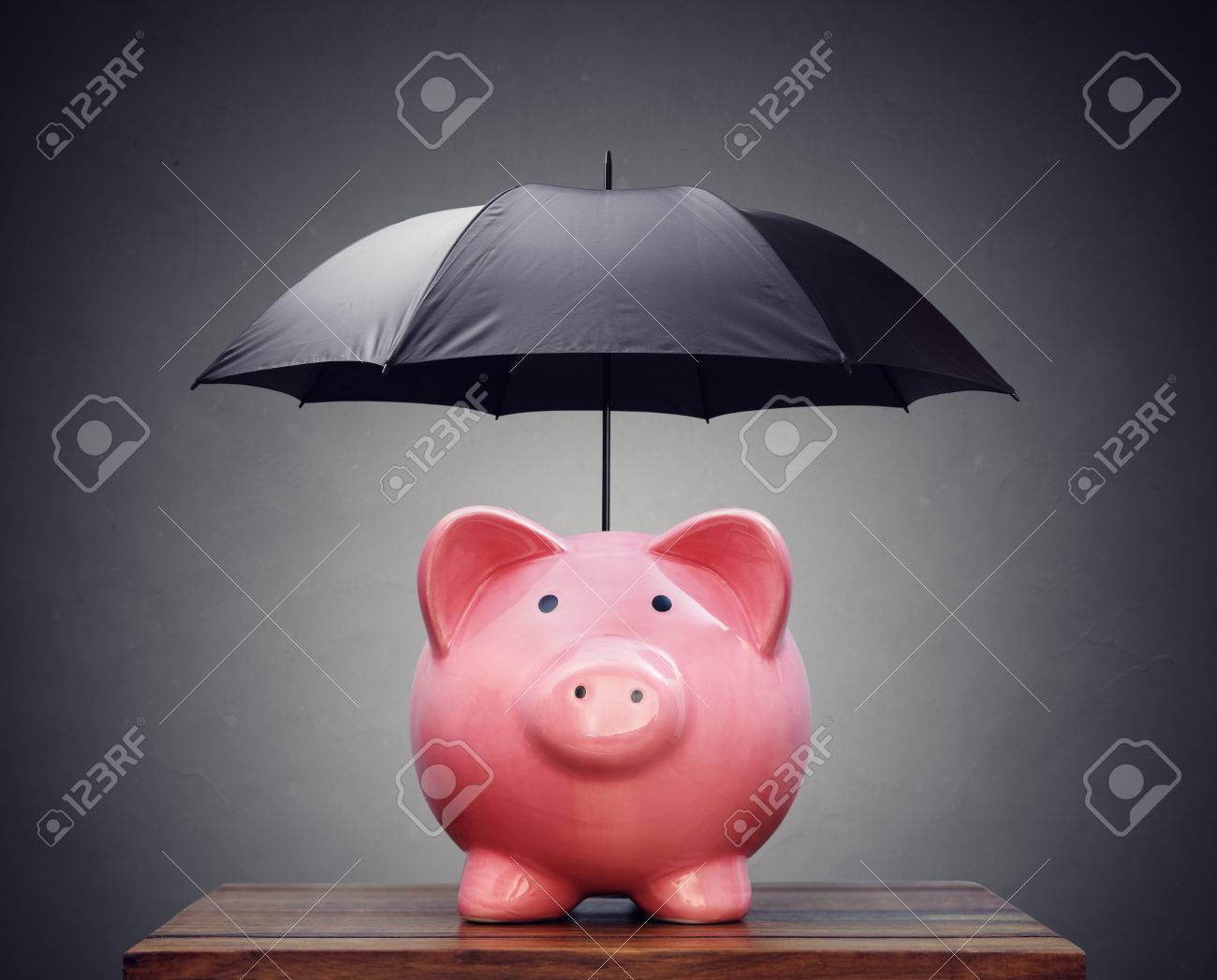 Piggy bank with umbrella concept for finance insurance, protection, safe investment or banking Standard-Bild - 54427862