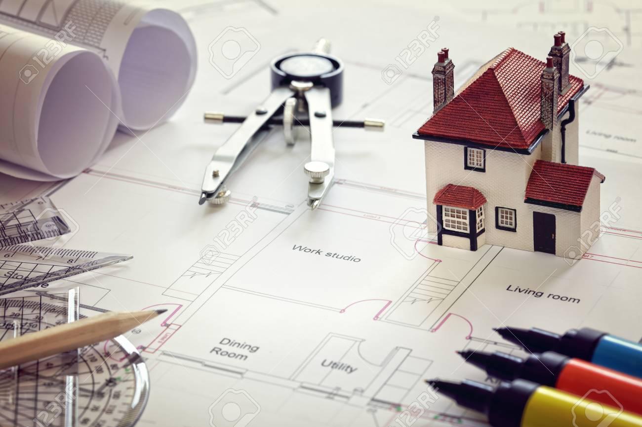 Hausplan Plan Und Modell-Haus-Konzept Für Den Neuen Haus-Design Oder ...