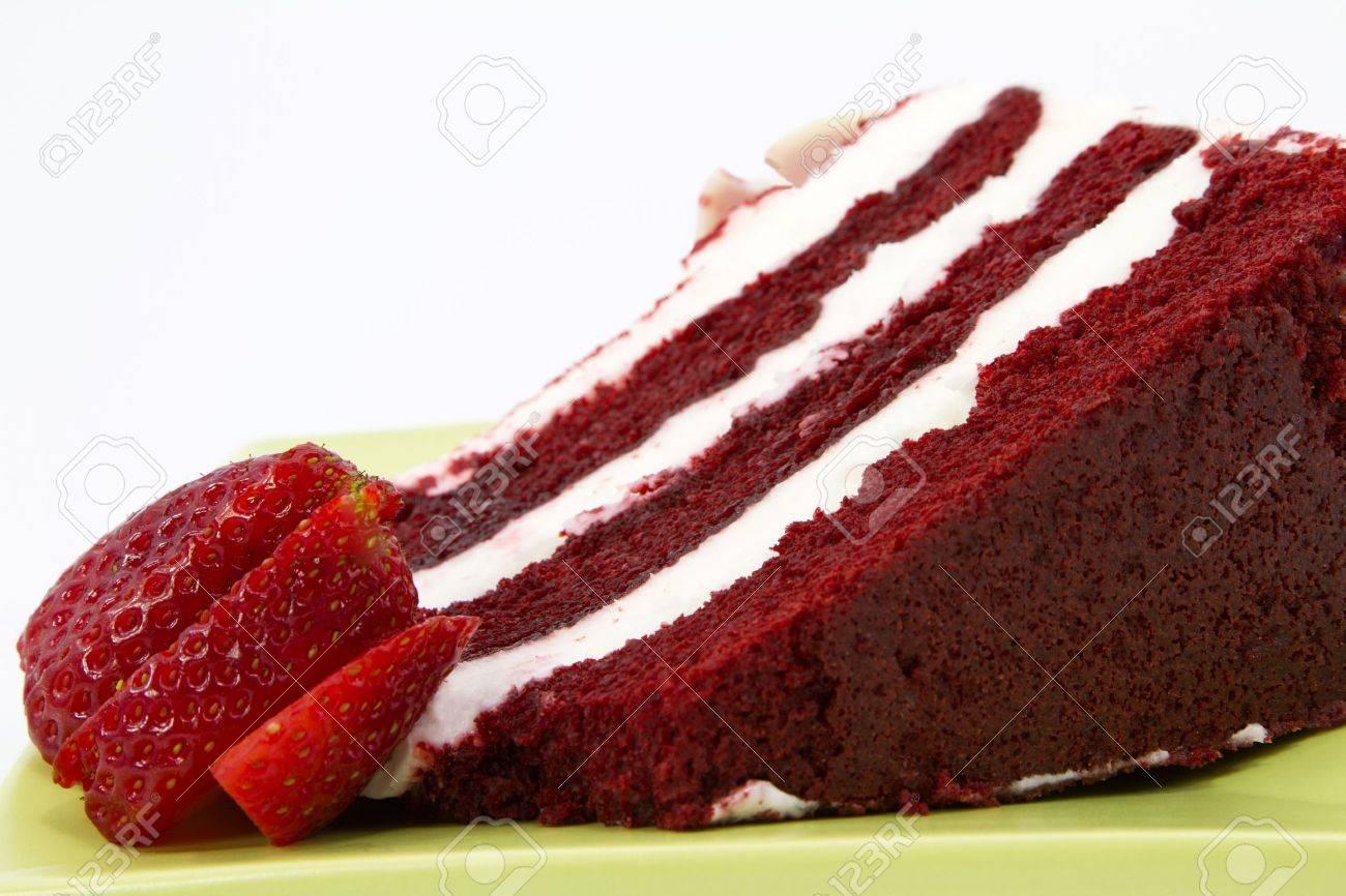 Ein Stuck Vom Roter Samt Kuchen Mit Weissen Zuckerguss Ist Garniert