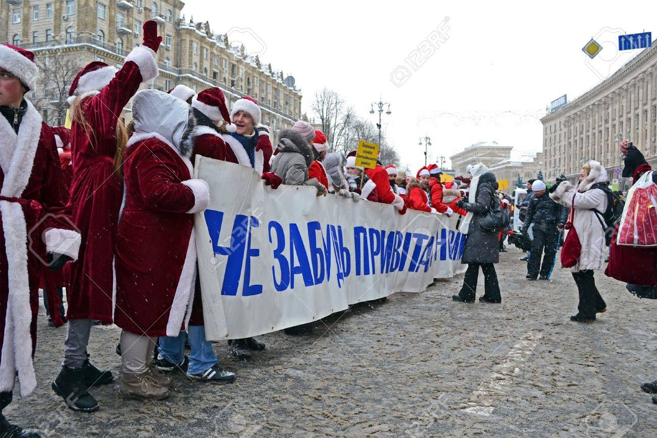KIEV - DEC 22: Santa Clasus (Did Moroz) greets people on December 22, 2012 in Kiev, Ukraine. Santa Clasus Parade starts on Dec 22 on Kreshatik street in Kiev. Stock Photo - 17063291