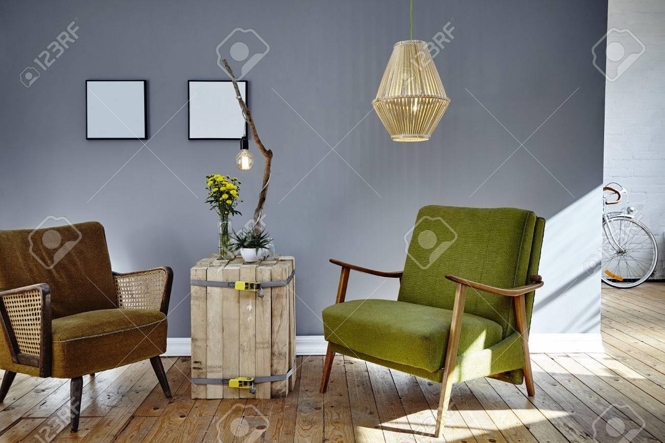 standard bild zwei retro design stuhle im sonnigen wohnzimmer loft berlin atmosphare