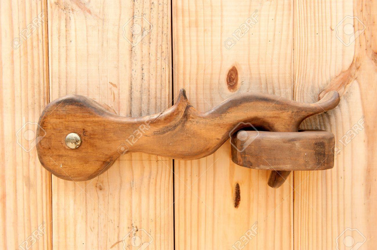 Своими руками деревянные дверные ручки