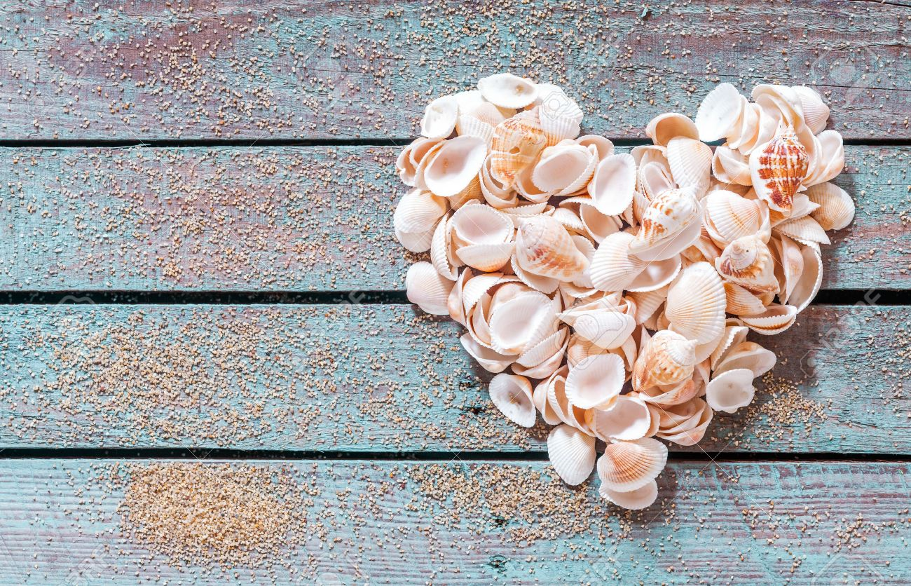 Assi Di Legno Rustiche : Immagini stock bella conchiglia cuore formato da più piccoli