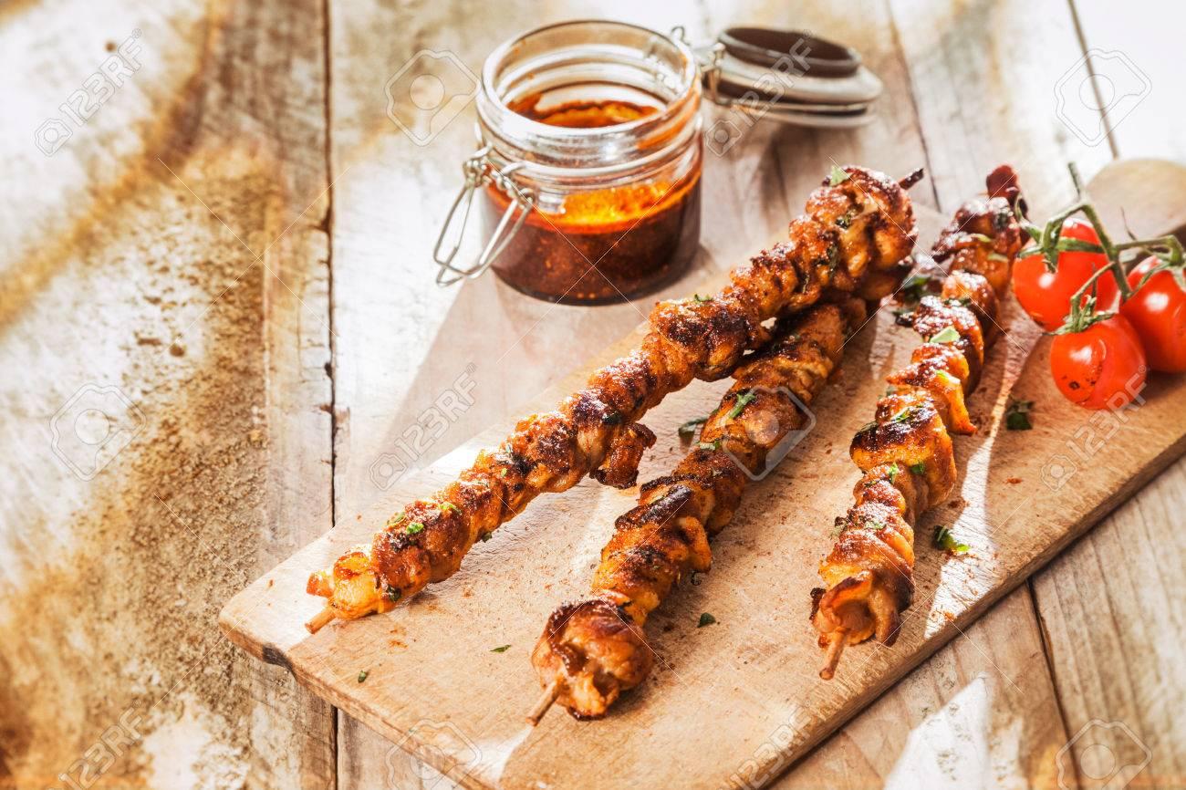 Bien-aimé Spicy Spiedini Di Carne Alla Griglia Su Un Picnic Estivo Servita  YR39