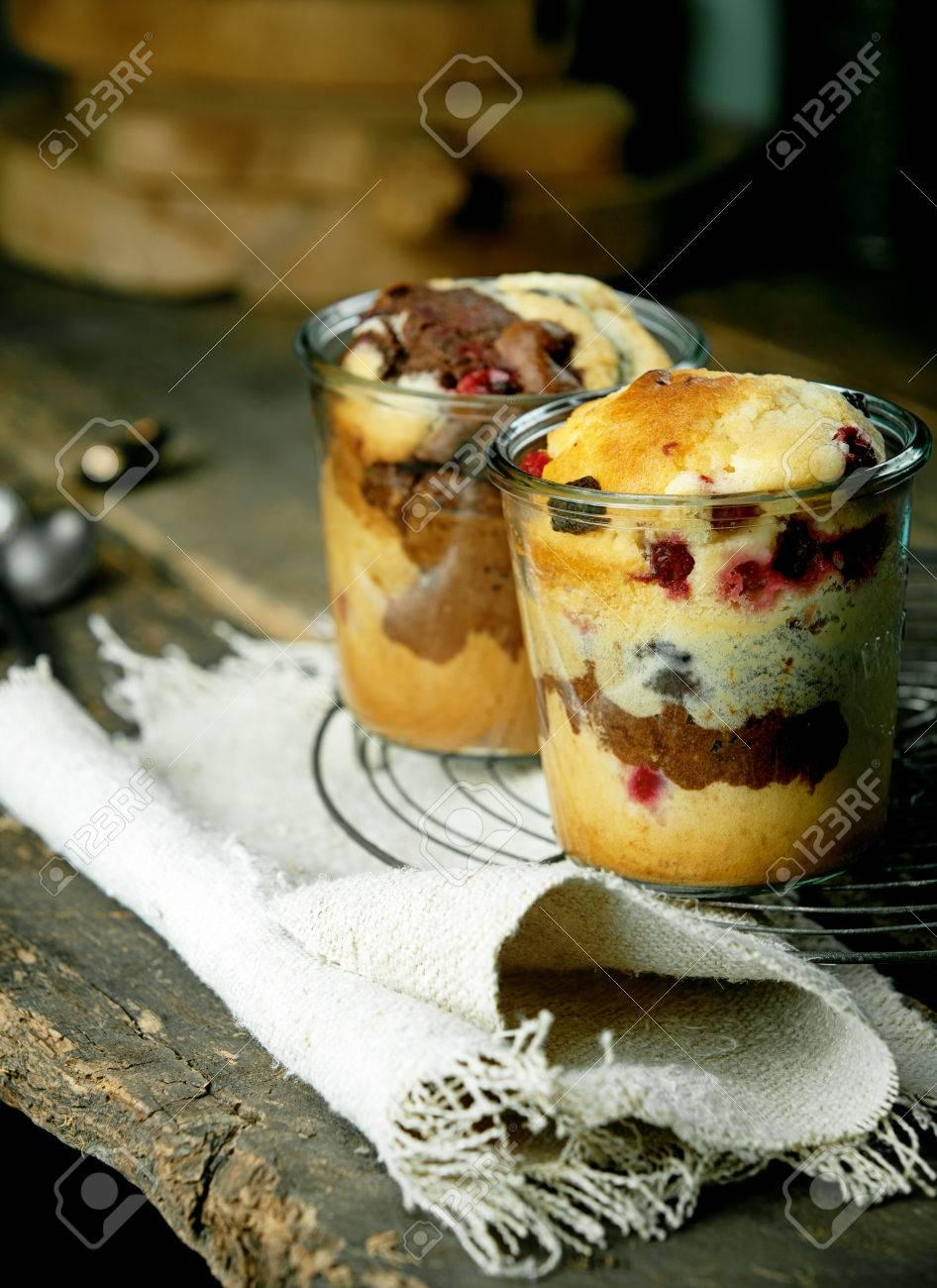 Einzel Kuchen Desserts In Glasern Mit Einem Fruchtigen Sorte Mit