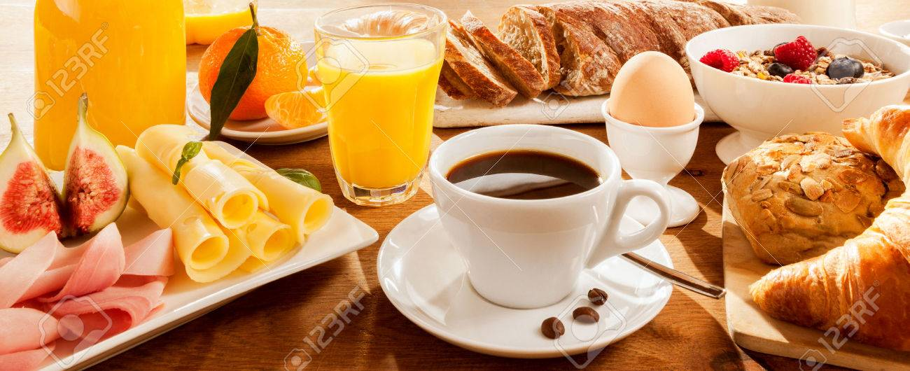 Full breakfast with figs, egg, meat, bread, coffee and juice - 51721208