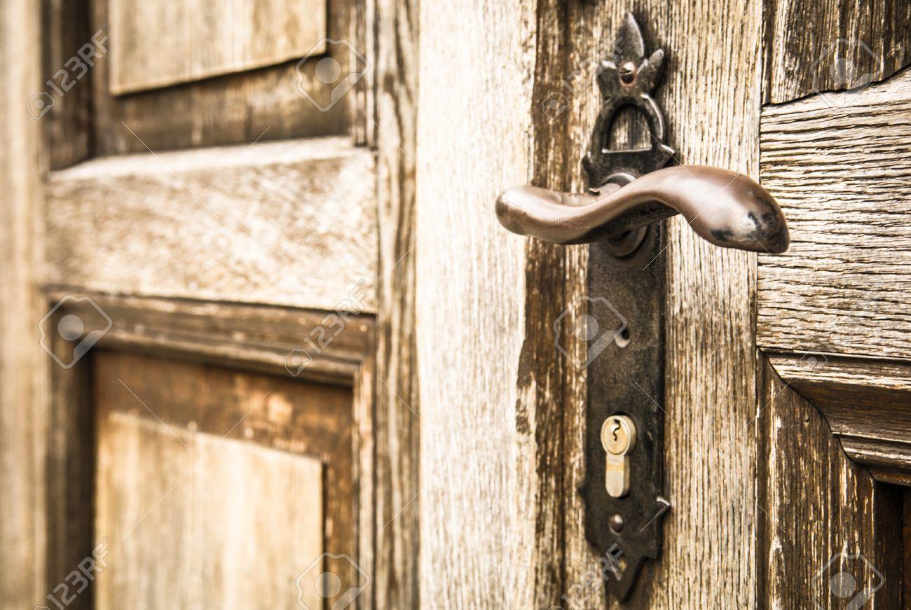 Poignee De Porte Ancienne A Une Porte D Entree Banque D Images Et
