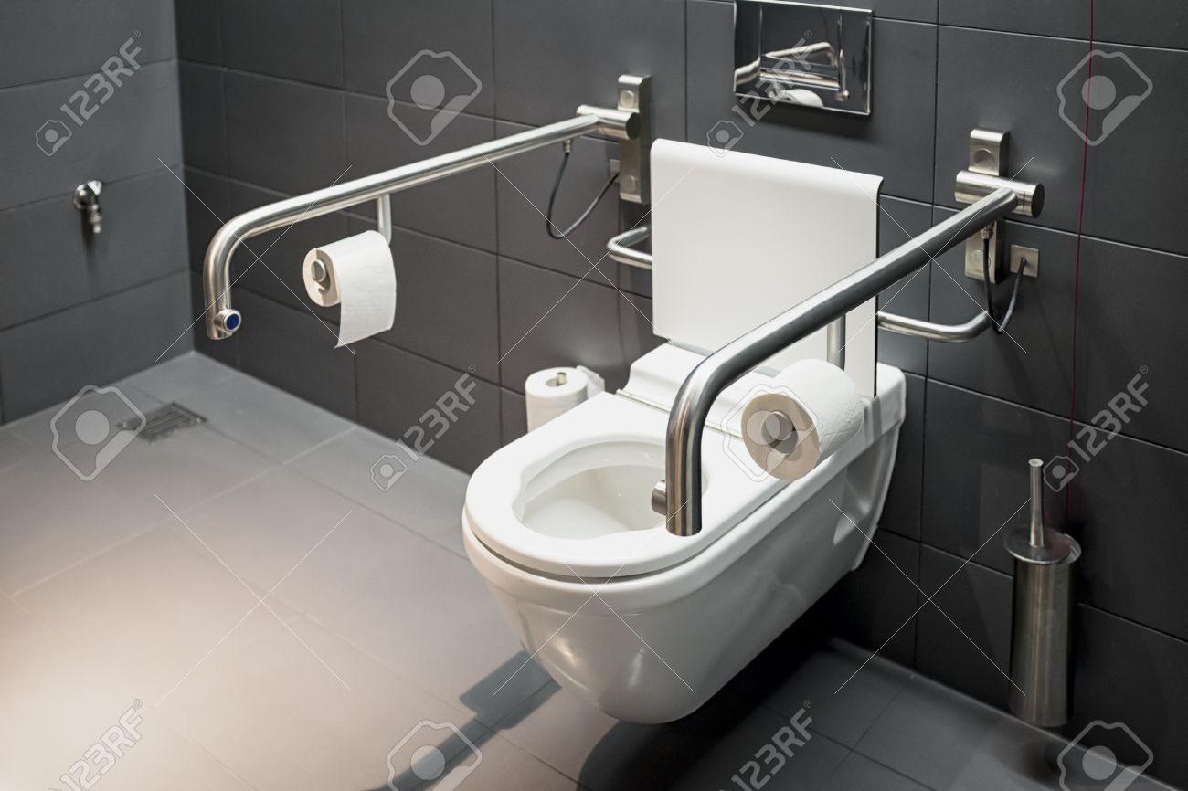 Moderne Toilette Für Behinderte Lizenzfreie Fotos, Bilder Und Stock ...