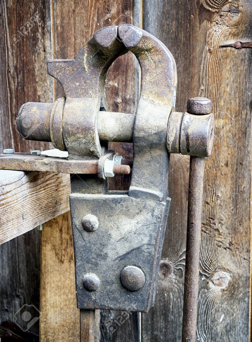 old bench vise at a workshop Stock Photo - 23951519 & Old Bench Vise At A Workshop Stock Photo Picture And Royalty Free ...