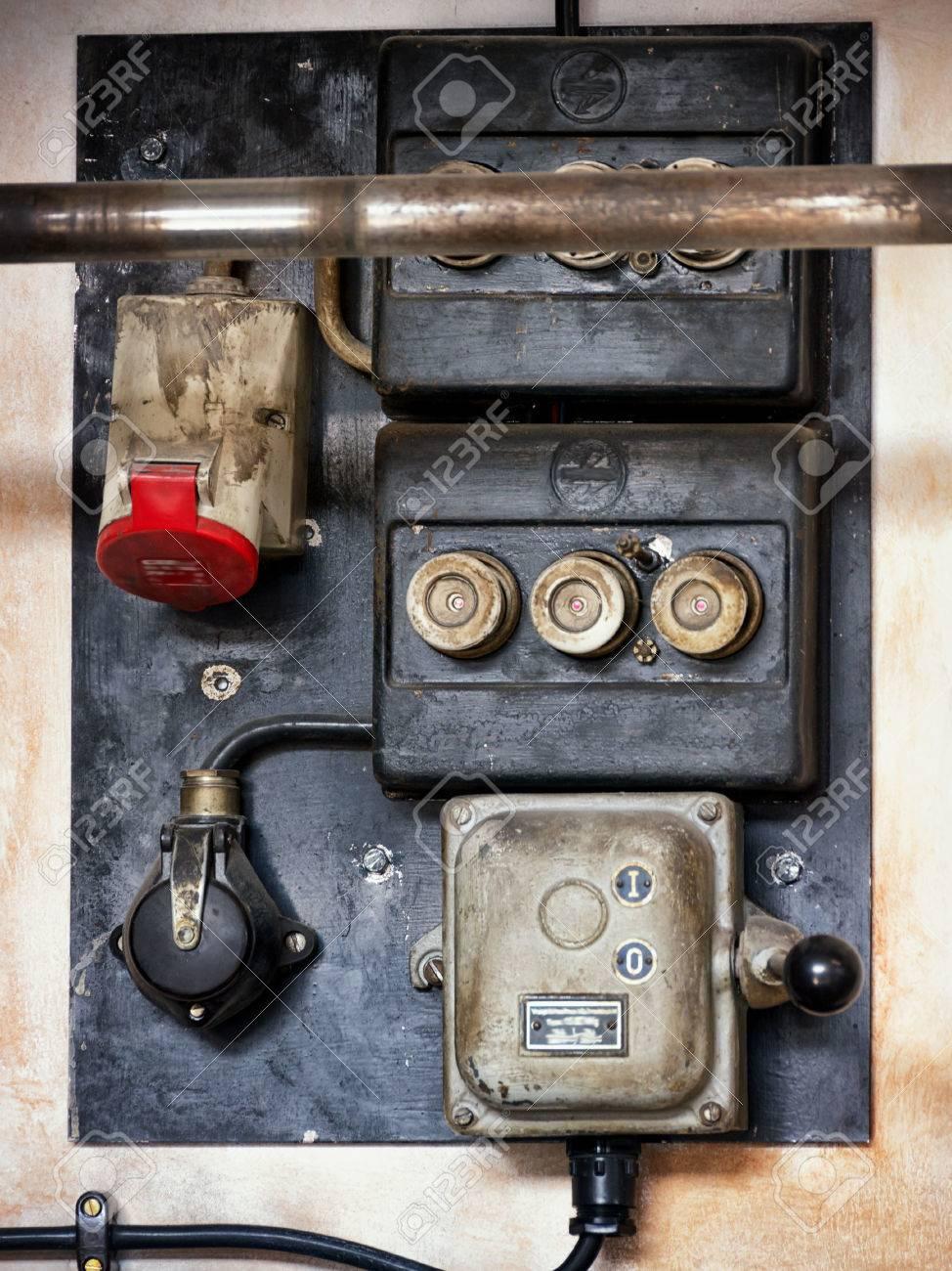 Niedlich Electric Panel Galerie - Schaltplan Serie Circuit ...