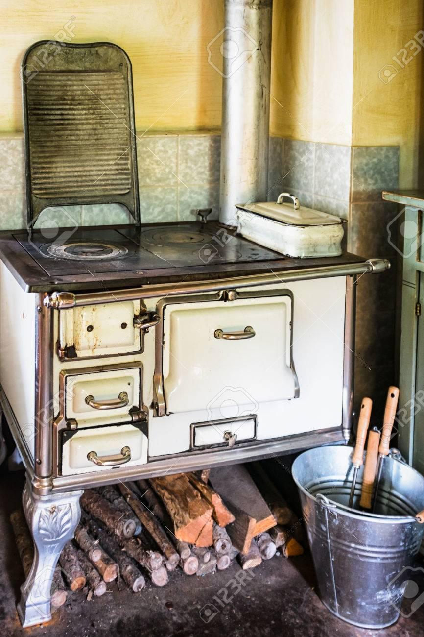 Alte Küche Auf Dem Bauernhof Lizenzfreie Fotos, Bilder Und Stock ...