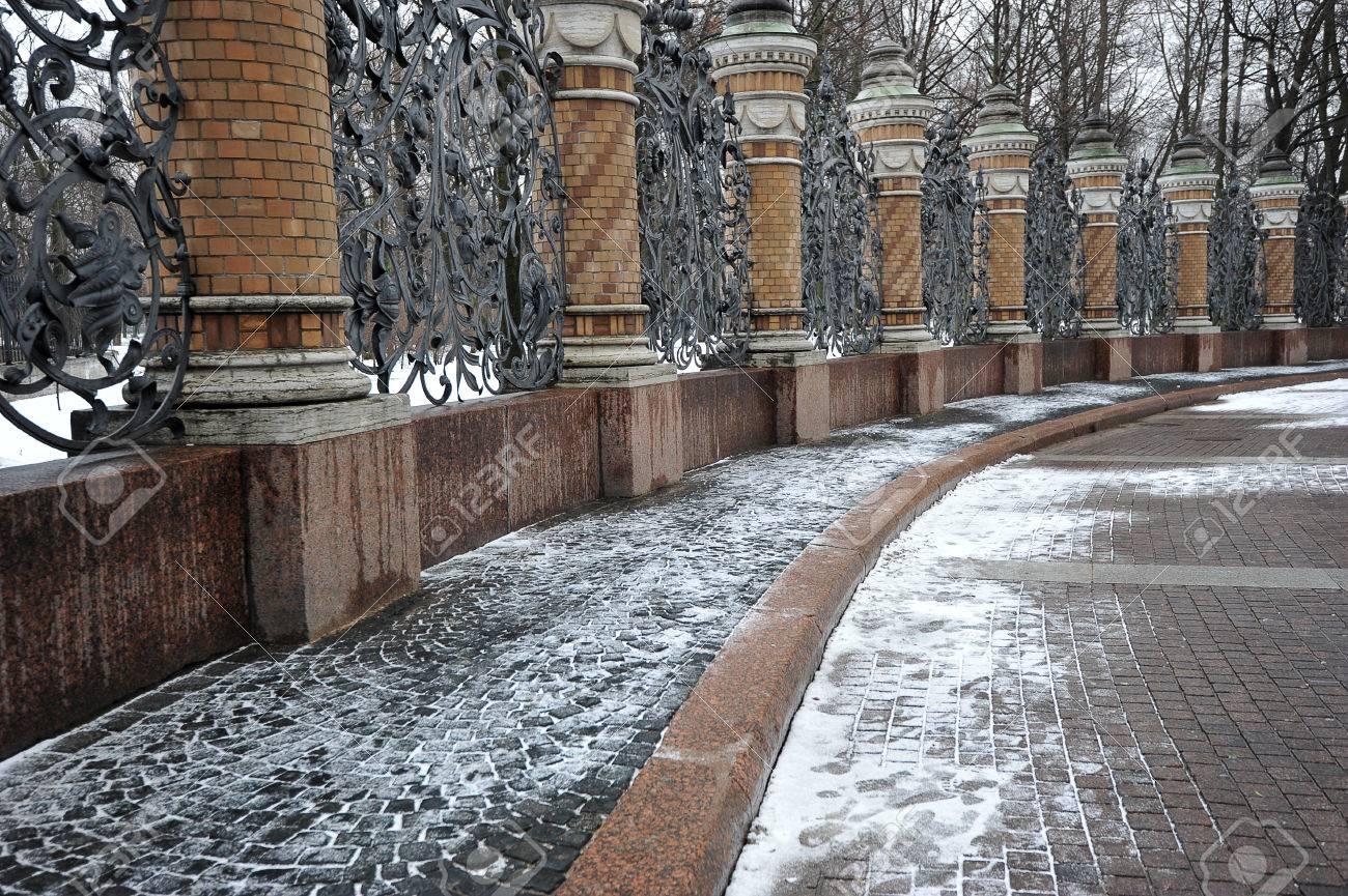 Clôtures en fer forgé du jardin Mikhaïlovski, Saint-Pétersbourg, Russie