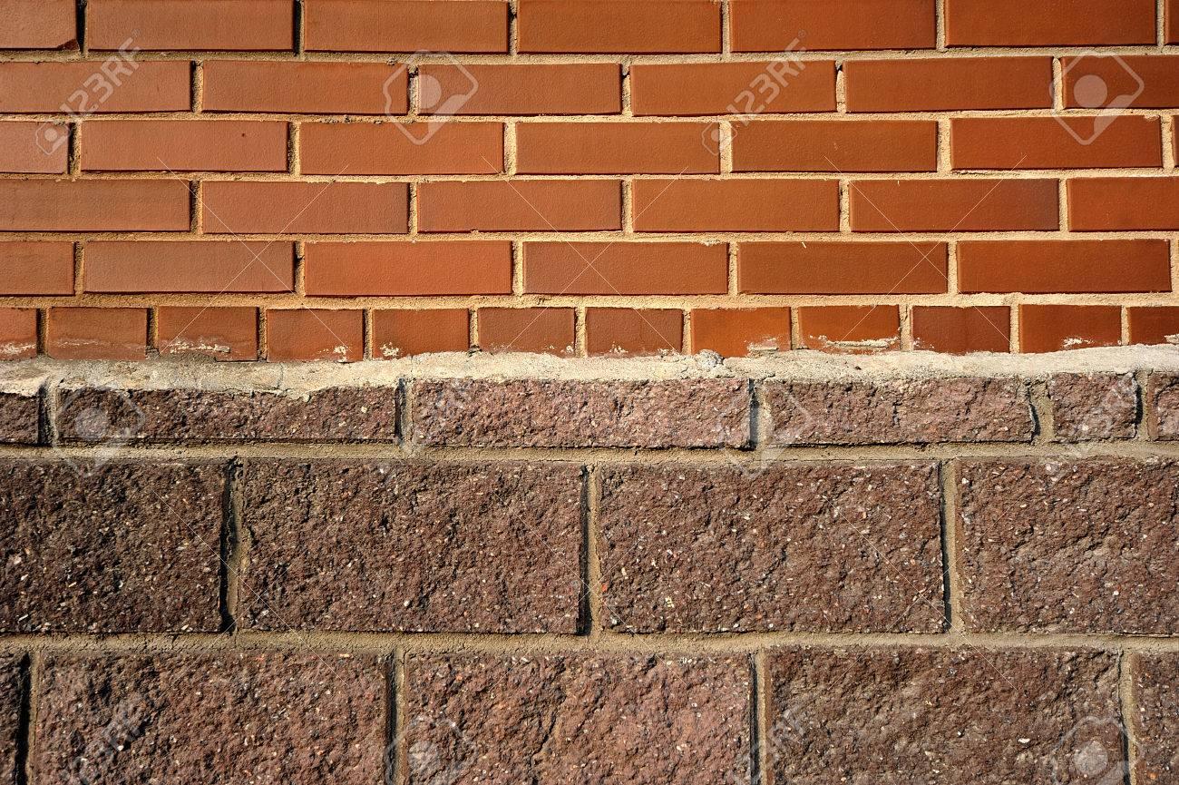 Astratto di un muro di mattoni rossi, intonaco, e pietra ...