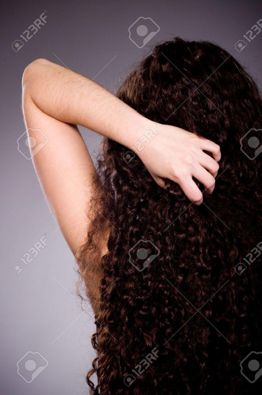 фото девушек кудрявых со спины
