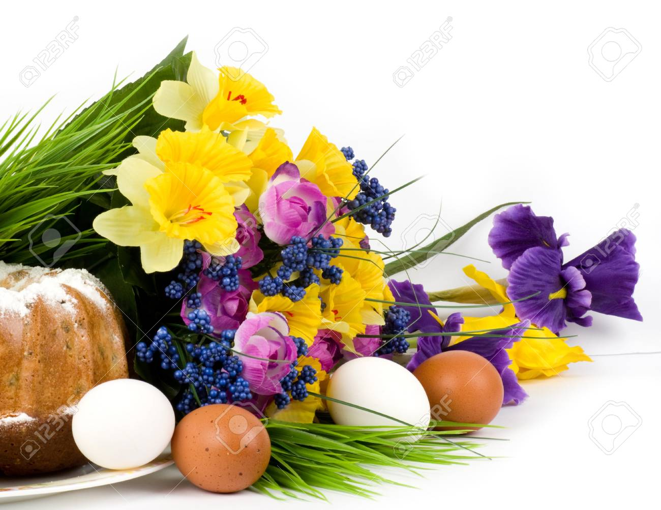 Traditional Easter cake with Easter eggs and spring flowers Stock Photo - 13015171