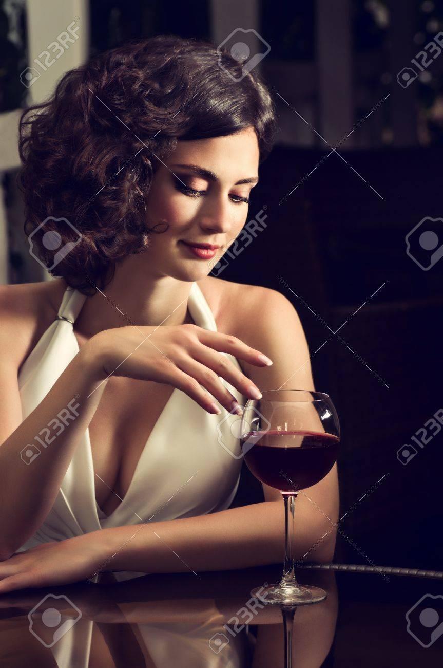 Belle mariée avec style make-up en robe blanche Banque d'images - 21726655