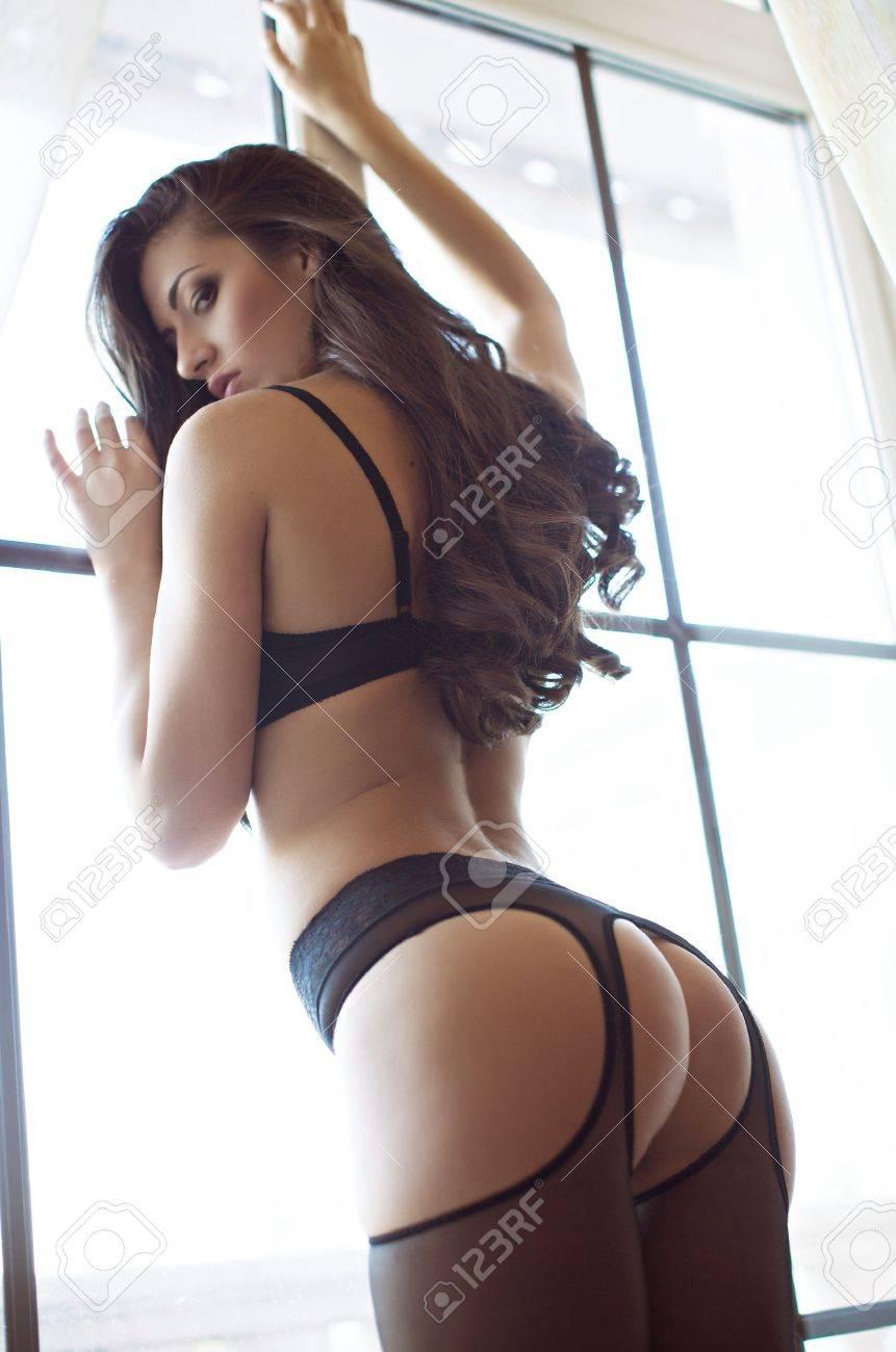 Sexy belle jeune fille brune en sous-vêtements Banque d'images - 38524011