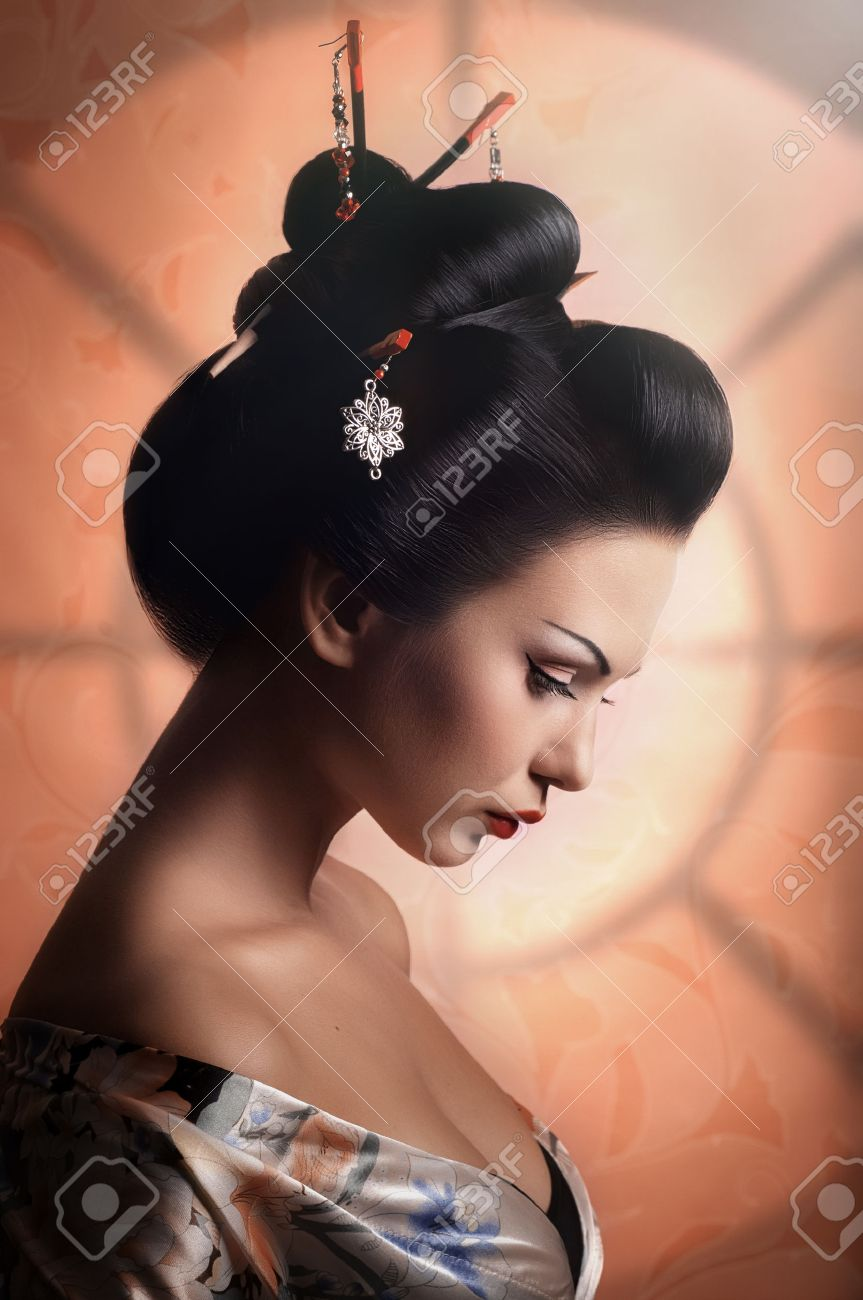 Portrait of a Japanese Geisha woman Banque d'images - 37893051