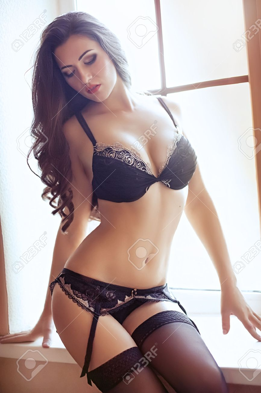 Sexy beautiful brunette girl in underclothes Banque d'images - 46480926