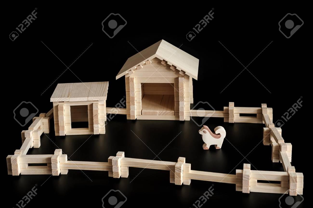 Une Petite Maison En Bois Kit De Construction Ferme A Jouets Sur