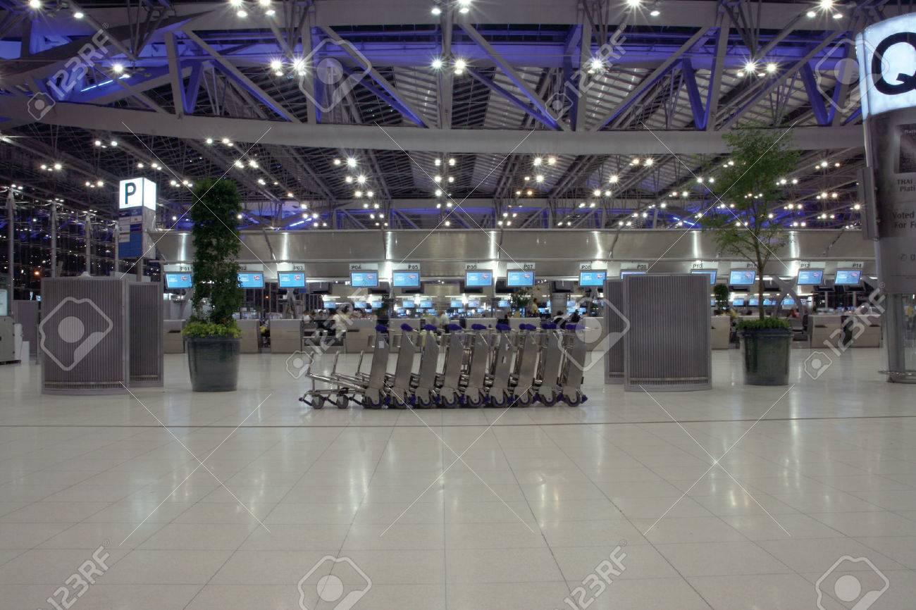 airport trolley night shut at bangkok new airport suvarnabhummi - 1582939