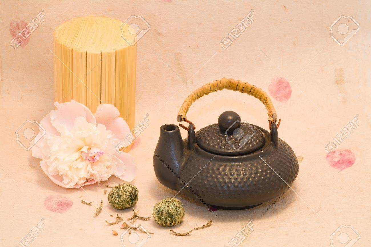 Black teapot with Lotus Flower Chinese tea and flower of peony Stock Photo - 12973693