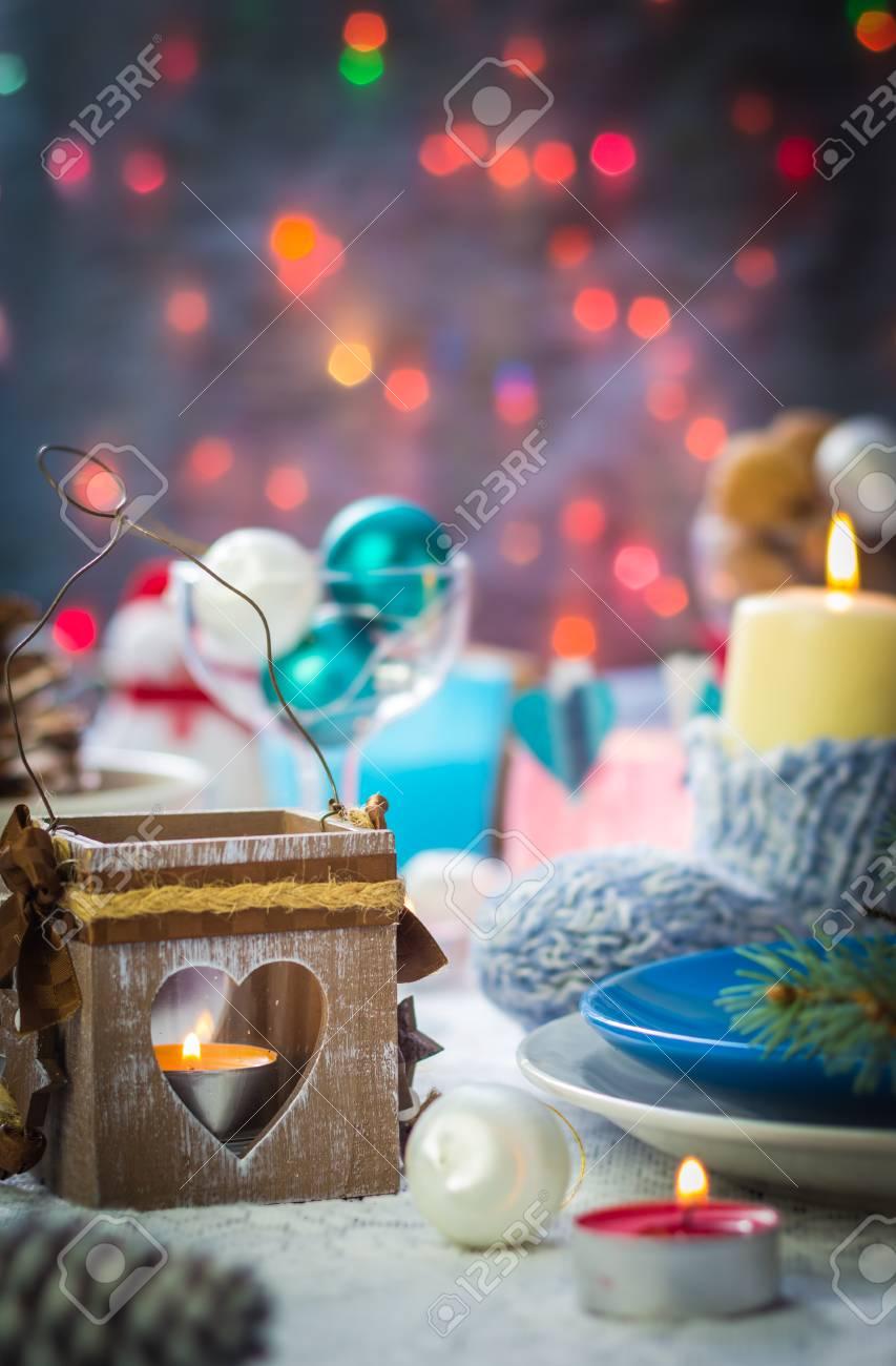Festlich Gedeckter Tisch Mit Vielen Ornamenten Und Schneemänner