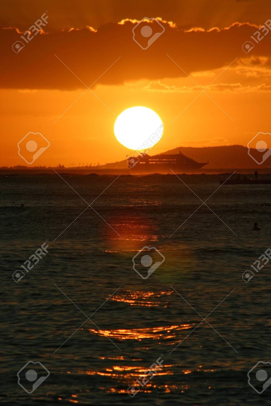 A scene of a cruise ship during sunset Stock Photo - 3477882