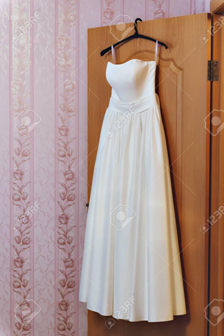 Charmant Benutzerdefinierte Hochzeitskleid Kleiderbügel Fotos ...
