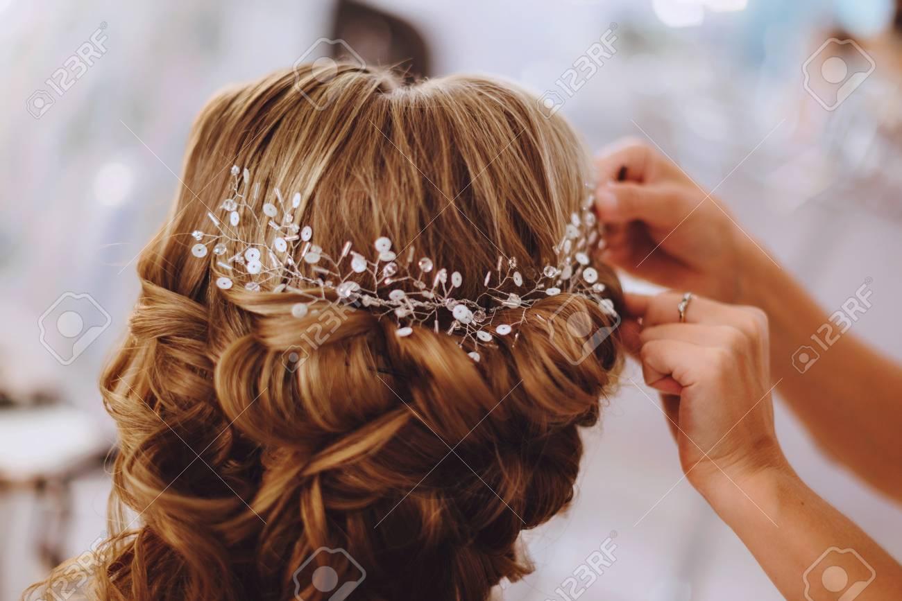 La Decoracion De La Novia Adorno De Pelo Trenzado De Plata En Una - Adornos-de-novia-para-el-cabello