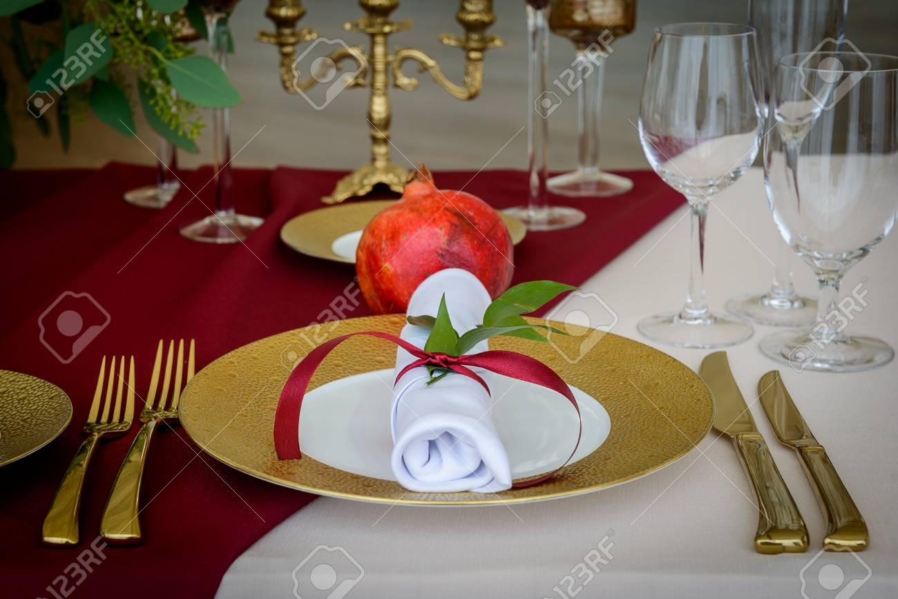 Hal decoratie. bankje achter bed houten in hal of eetkamer vtwonen