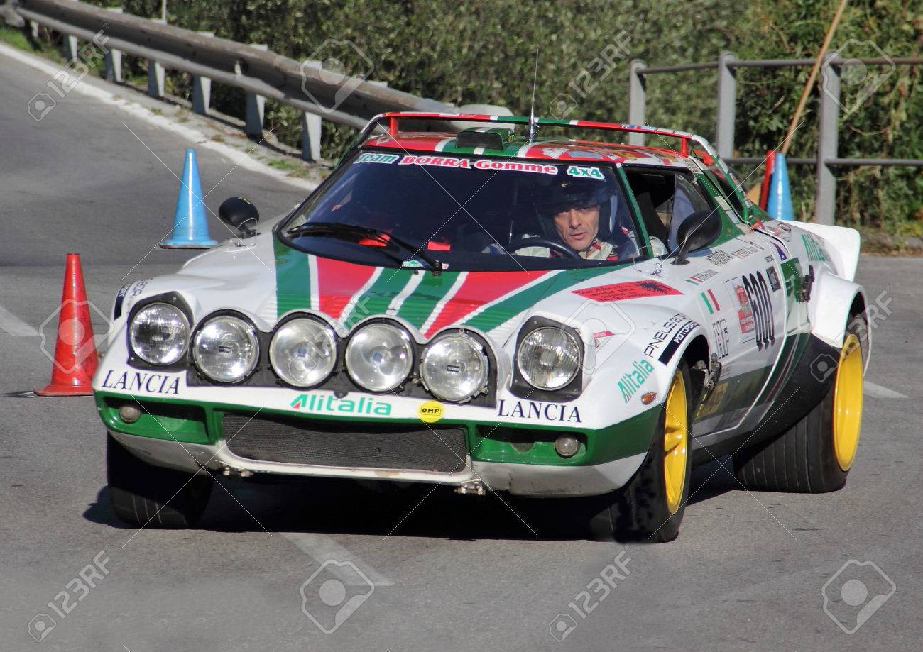 Lancia Stratos during an uphill struggle