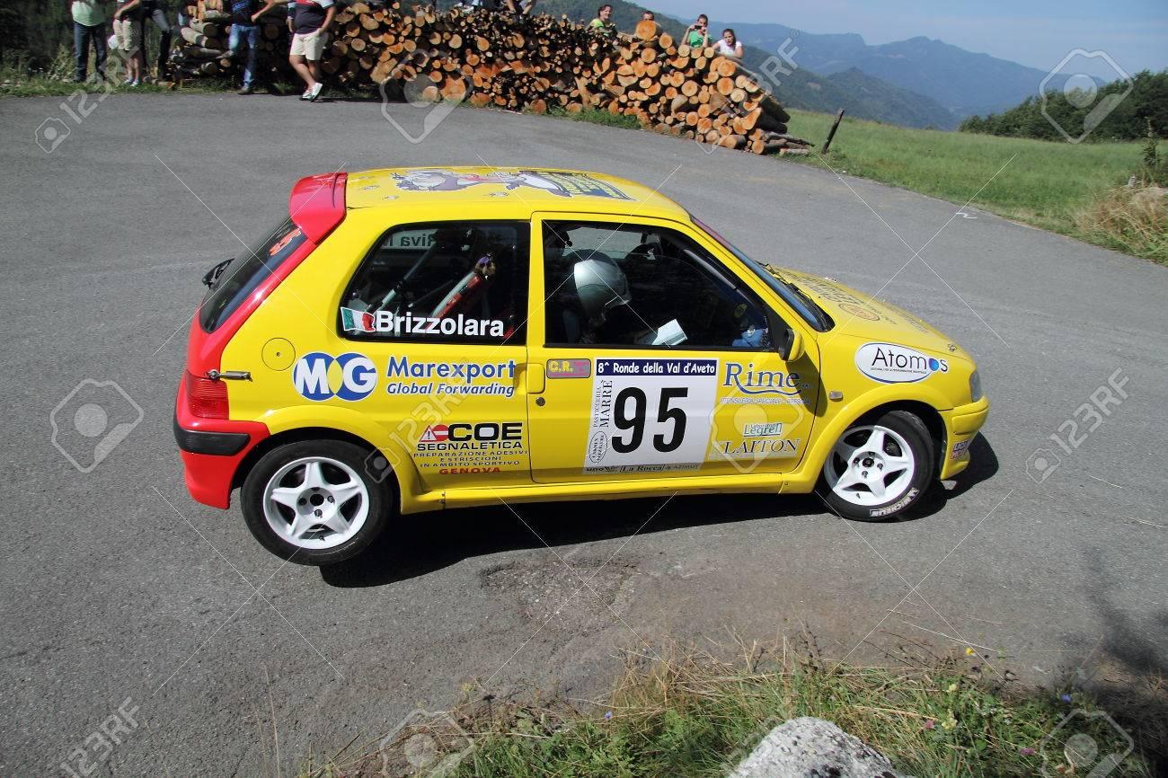 Peugeot 106 Rallye Auto Wahrend Eines Rennens Resumed Auf Drei