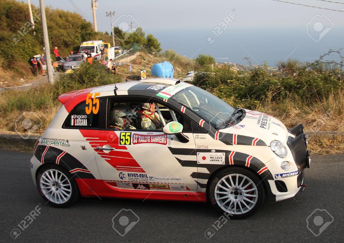Fiat 500 Rallye Auto Wahrend Eines Rennens Lizenzfreie Fotos Bilder