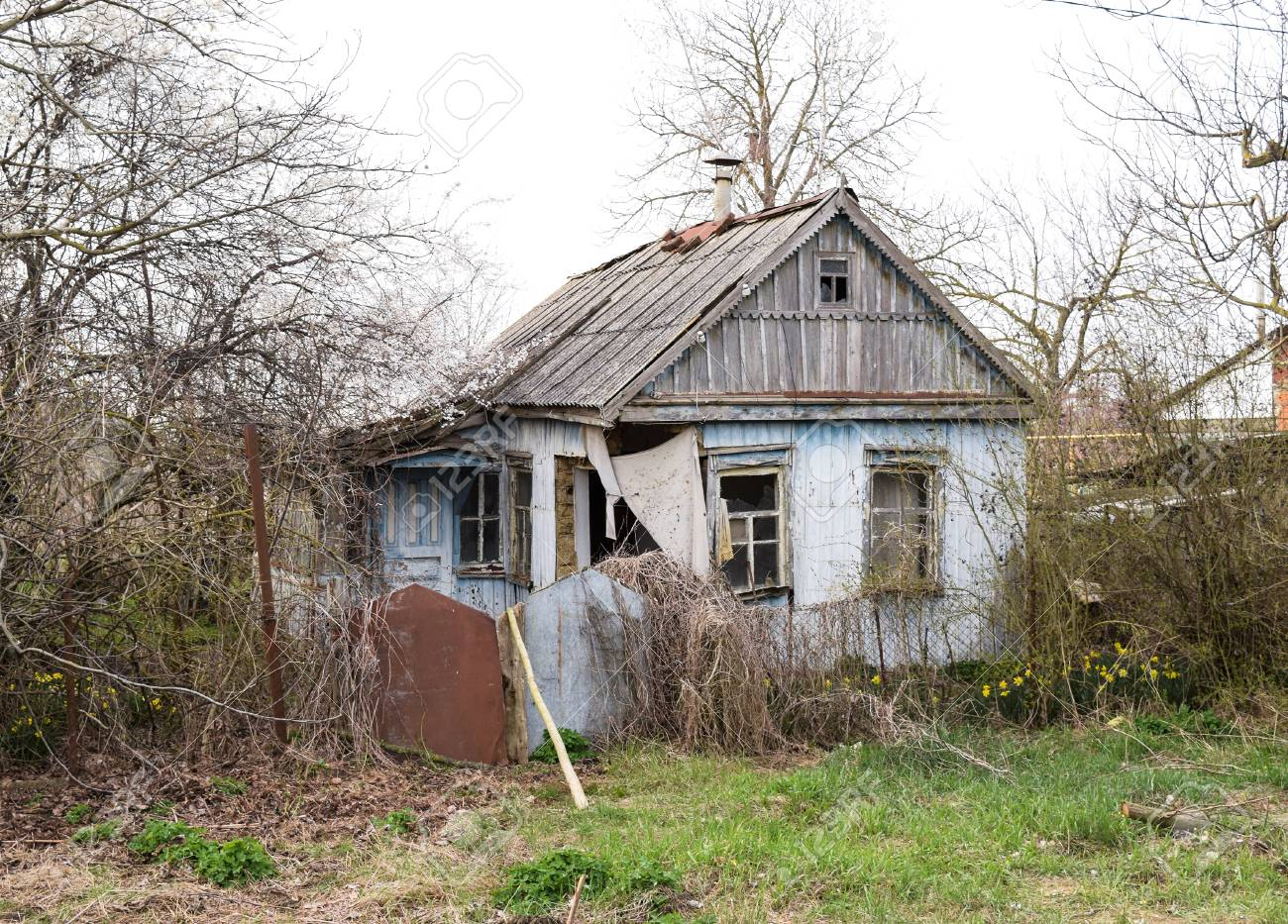 how to describe an old abandoned house