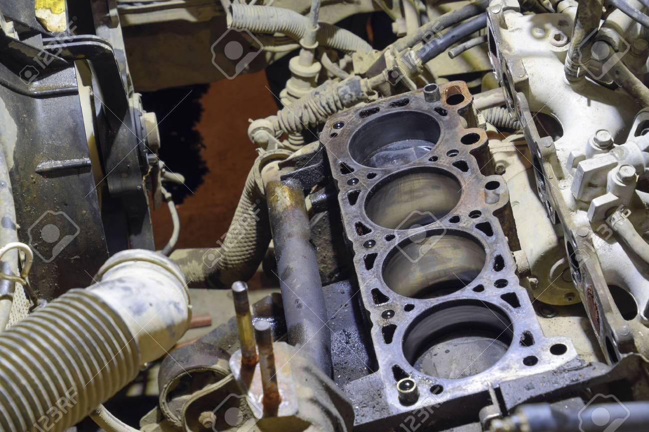 Der Zylinderblock Des Vierzylinder-Motors Demontiertes Kraftfahrzeug ...