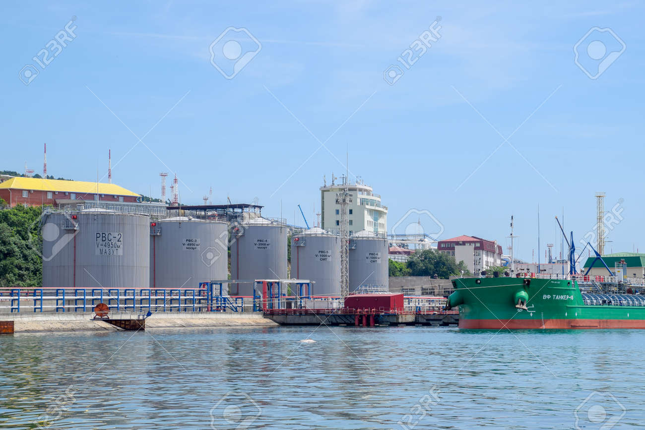 Novorossiysk, Russia - May 20, 2018: Fuel oil station for ships in the port. tanks with fuel oil. - 133522188