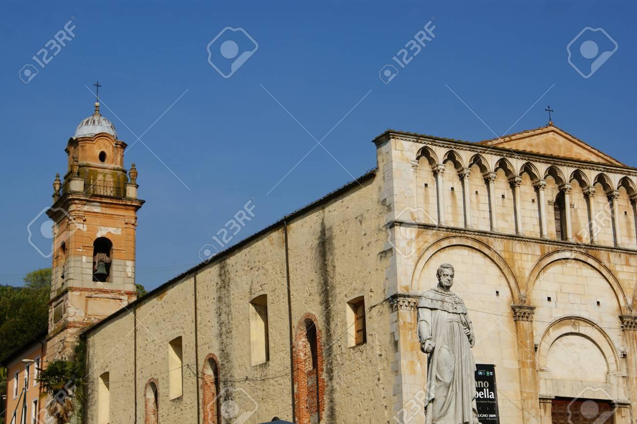 ピエトラ サンタ ルッカ大聖堂 ...