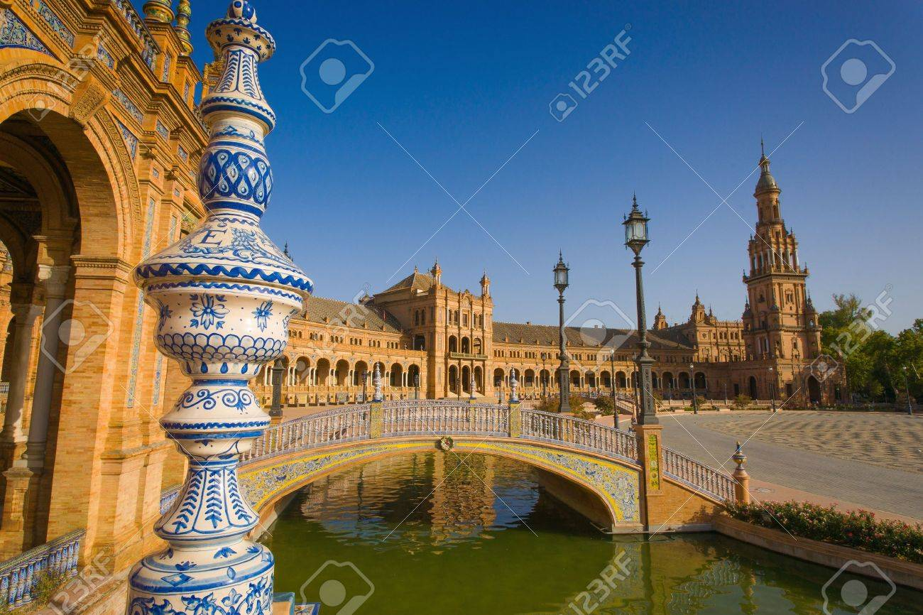 The Plaza de España is a Square located in the Parque de María Luisa in Seville, Spain Built in 1928 for the Ibero-American Exposition of 1929 It is a landmark example of the Renaissance Revival style in Spanish architecture The Plaza de España, de - 16232832