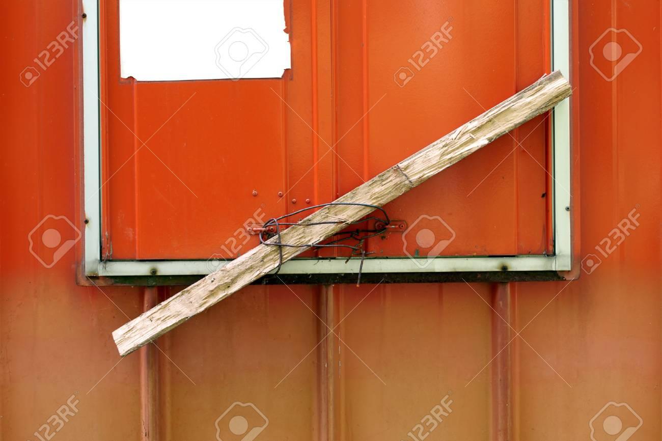 Stück Holz Und Ein Stück Draht Als Sicherheitsschloss Lizenzfreie ...