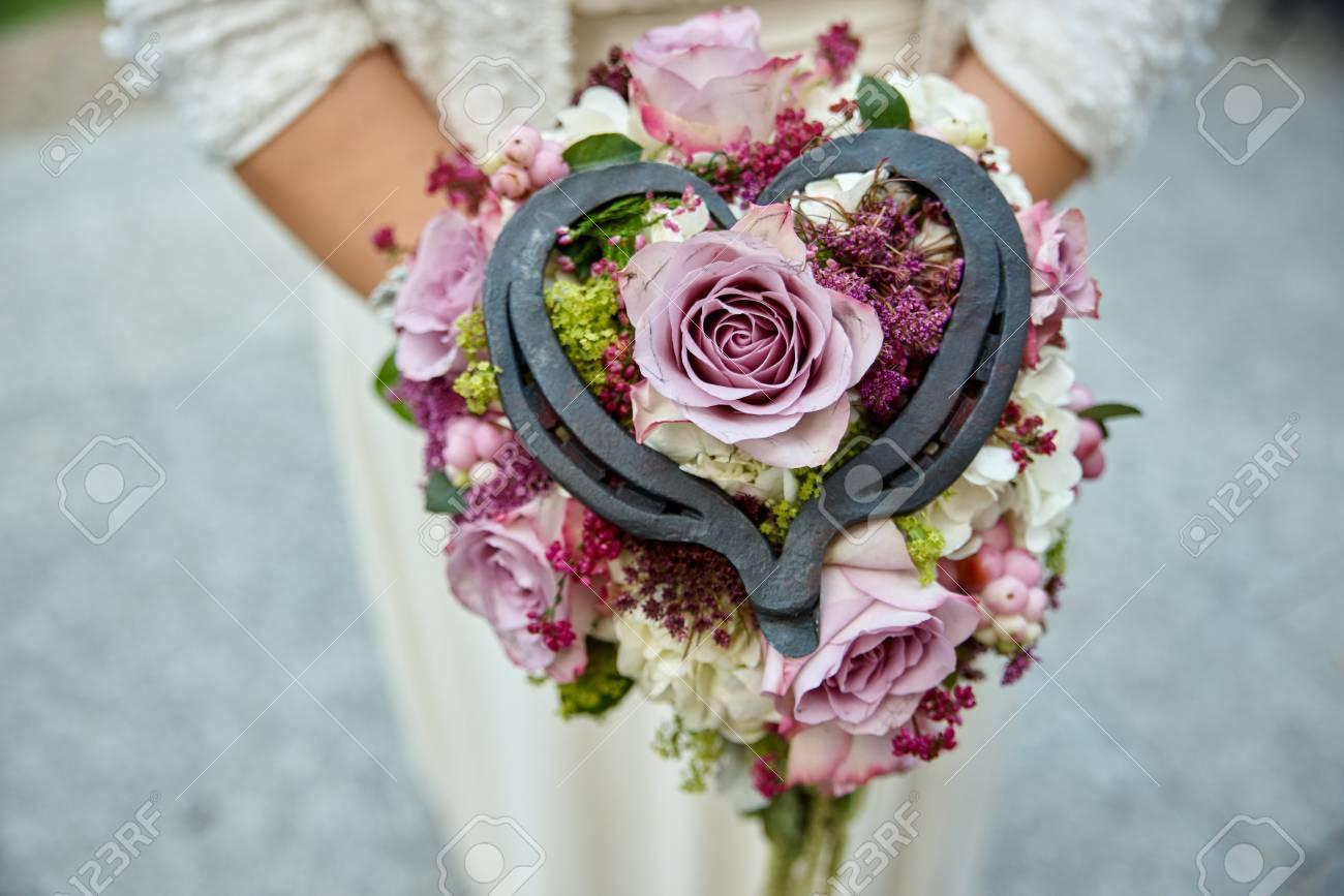 Braut Halt Hochzeitsstrauss Rosa Rosen Lizenzfreie Fotos Bilder Und