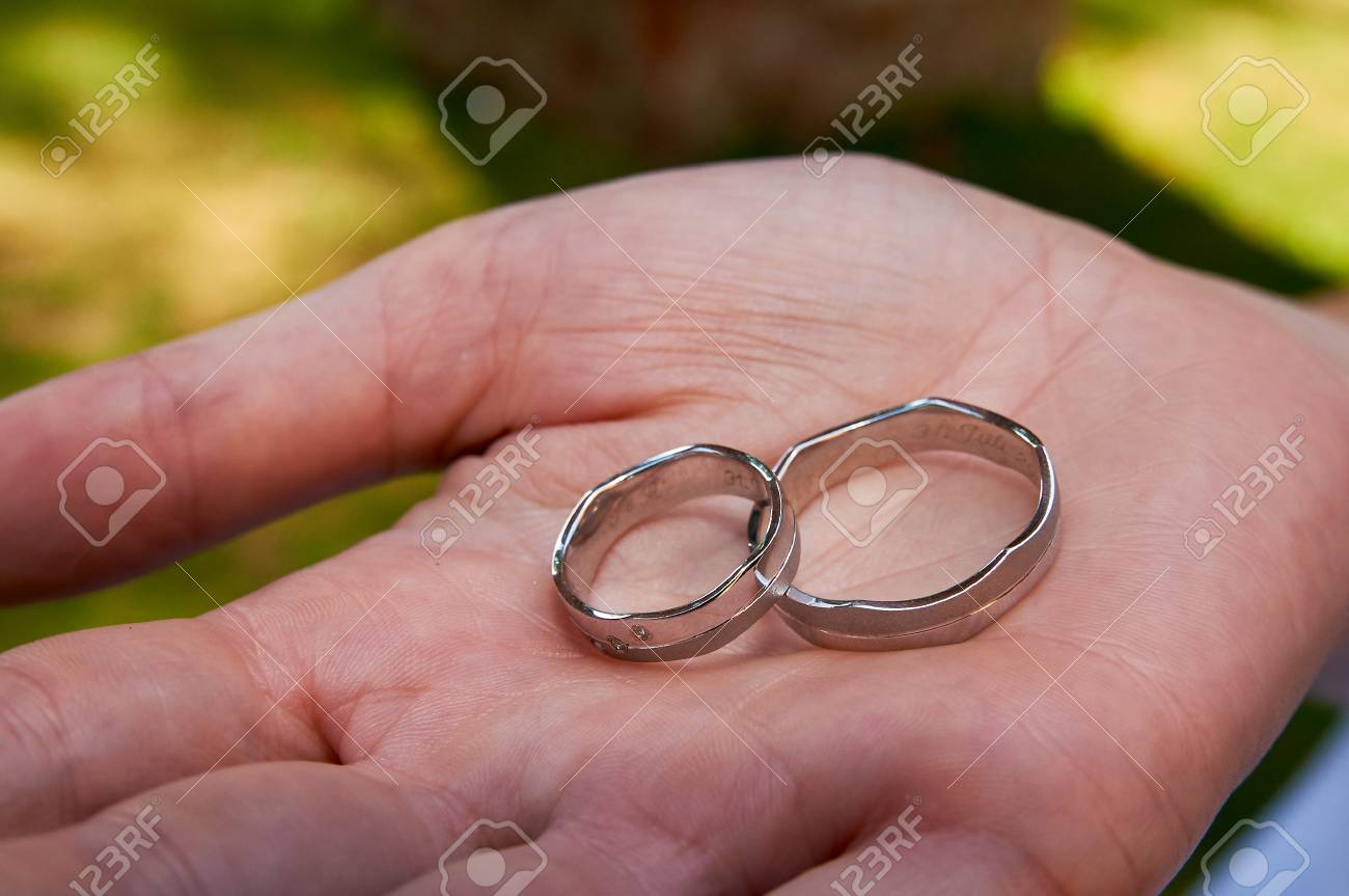 Showing Wedding Rings Before Ceremony Banque D\'Images Et Photos ...