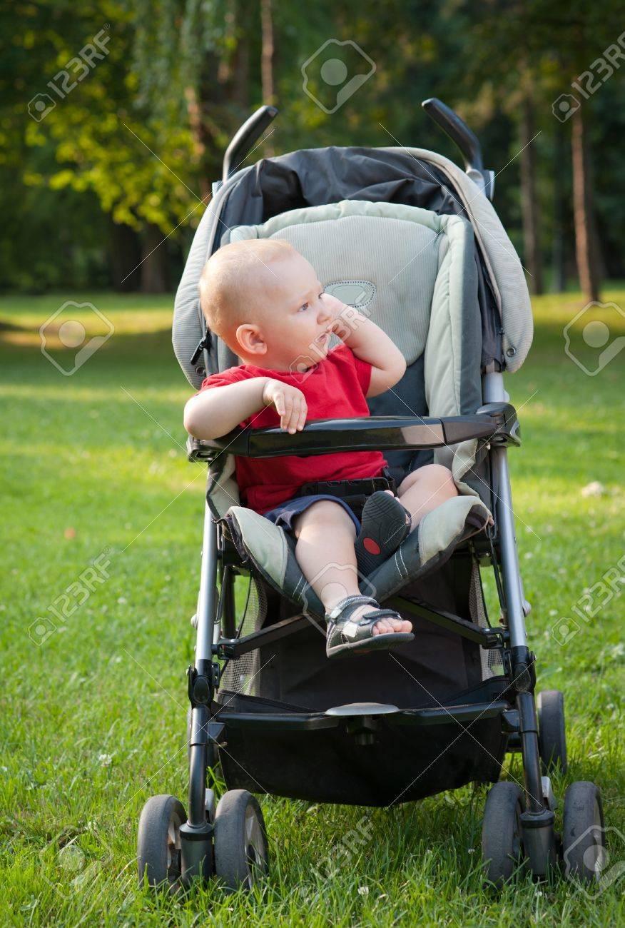 Маленькие дети в коляски фото