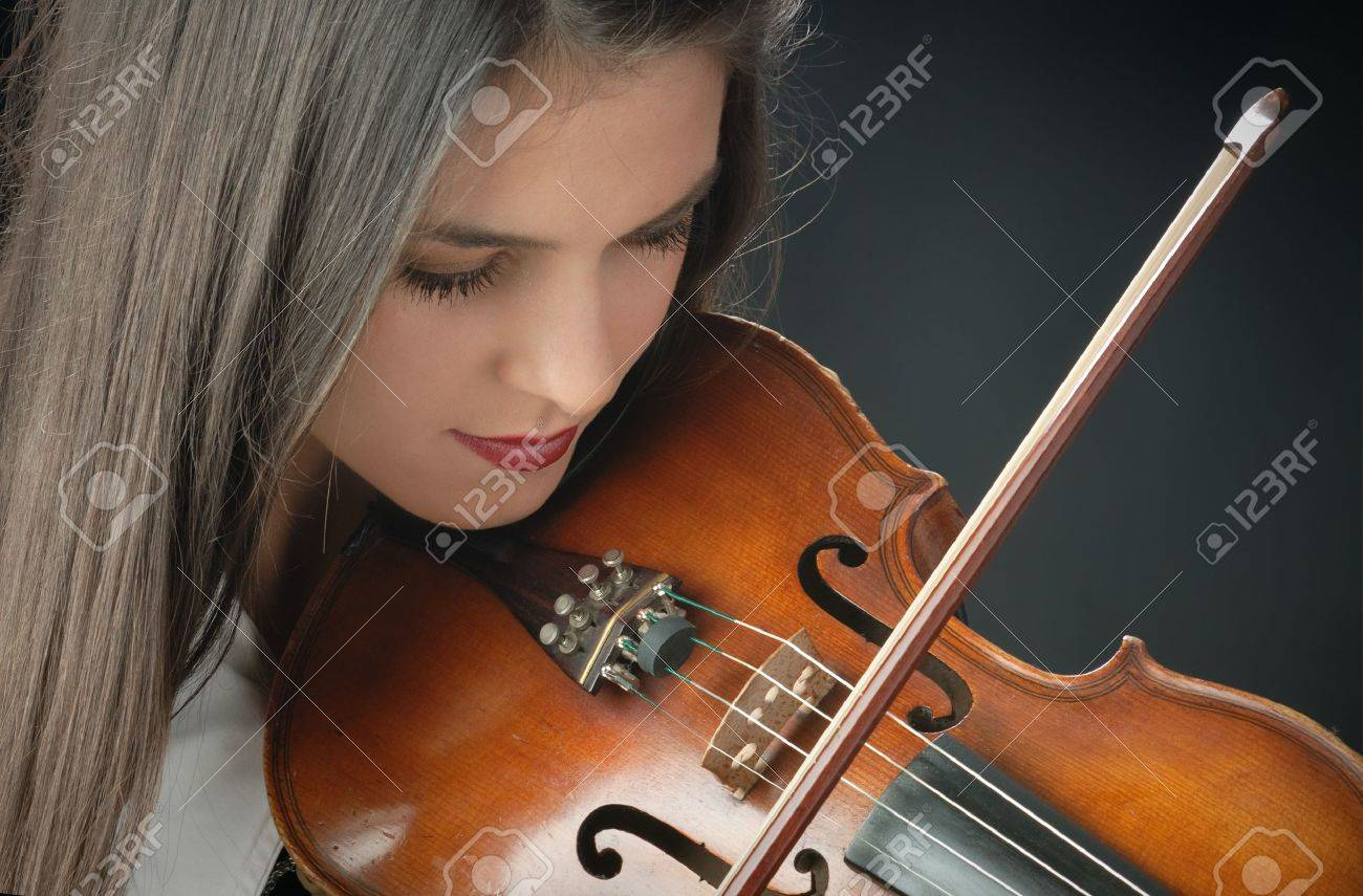 Pretty girl with violin Stock Photo - 10825012
