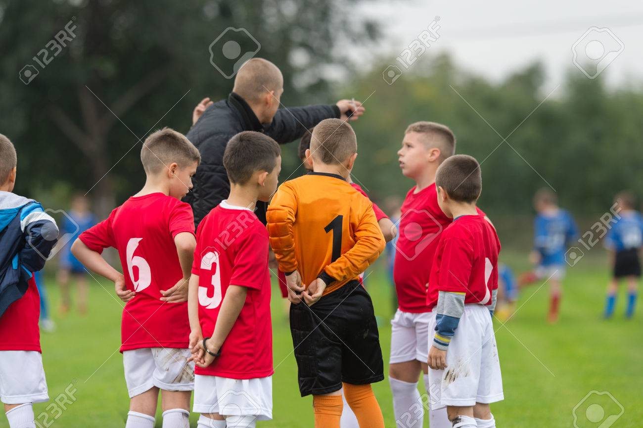 Discussion of the kid soccer team before the match - 48614362