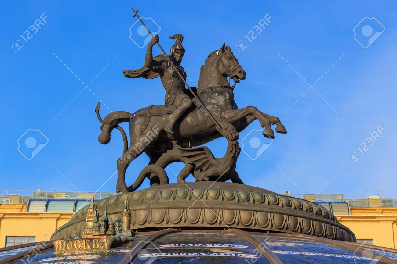 commander en ligne brillance des couleurs magasiner pour véritable Saint Georges the Victorious statue on Manege square. Moscow..