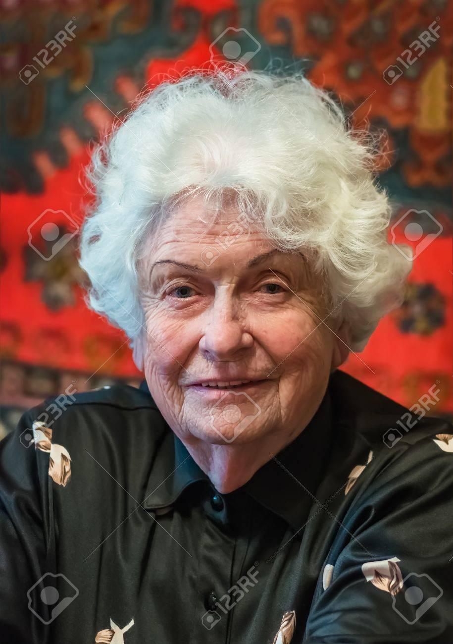 Haaren mit grauen ältere frauen Welche Haarfarbe